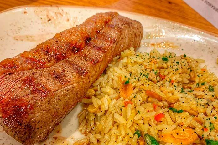 Pratos com Carne, Frango ou Peixe no Outback